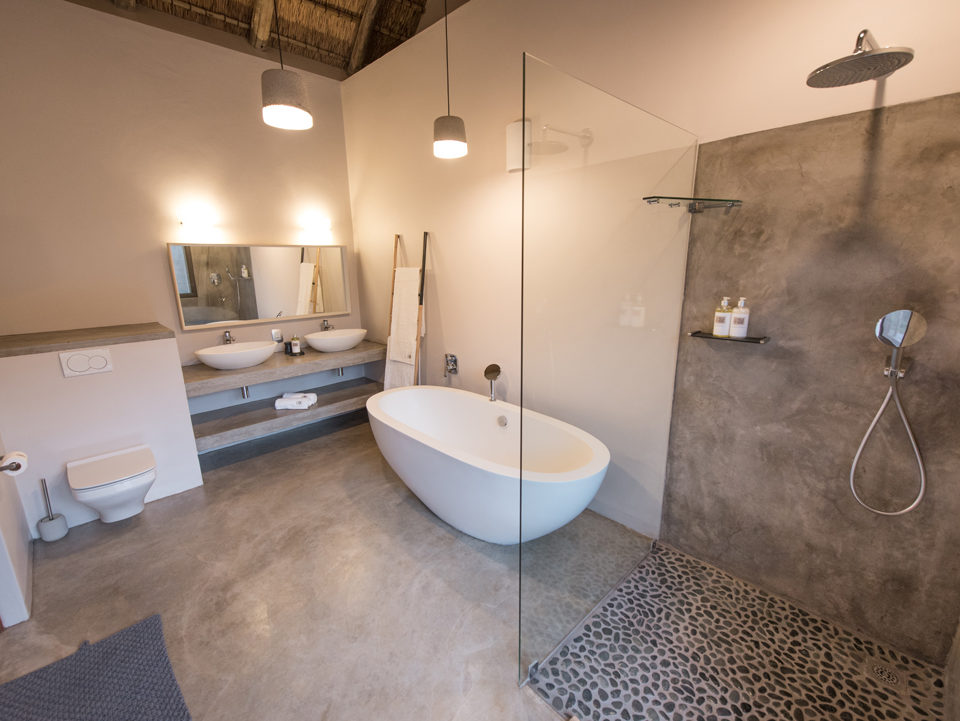 Villa Kudu Giraffe Room Bathroom