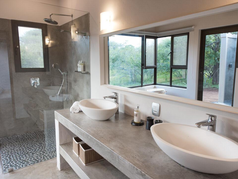 Villa Kudu Cheetah Room & Zebra Room shared bathroom